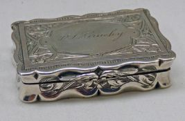 VICTORIAN SILVER SNUFF BOX WITH ENGRAVED DECORATION,