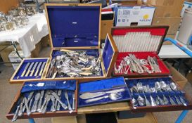 LARGE SELECTION OF CUTLERY, CASED SILVER PLATED FISH SERVERS,
