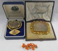 19TH CENTURY AGATE SET BROOCH IN FITTED CASE, 19TH CENTURY CORAL BROOCH,