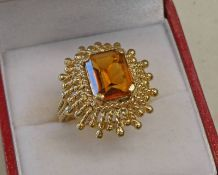 CITRINE SET RING IN DECORATIVE SETTING MARKED 18K