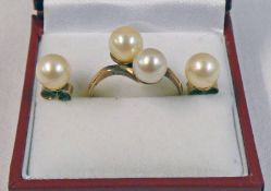 9CT GOLD CULTURED PEARL SET RING & PAIR OF 9CT GOLD CULTURED PEARL EARRINGS