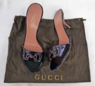 NEW GUCCI PATENT BLACK LEATHER PEEP TOE HEELED MULES WITH PINK SOLE SIZE 36.