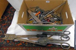 SELECTION OF TOOLS TO INCLUDE VINTAGE SCISSORS, WIRE CUTTERS,