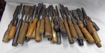 SELECTION OF WOOD WORKING CHISELS ETC IN ONE BOX