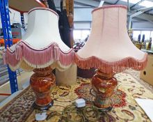 2 PORCELAIN TABLE LAMPS WITH RED & GILT DECORATION Condition Report: Porcelain is