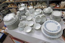 NORITAKE KAMBROOK DINNERWARE & NORITAKE ROYAL BLUE PLATES ON 1 SHELF