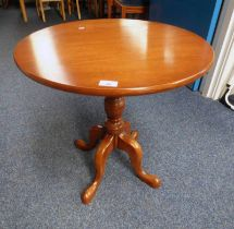MAHOGANY CIRCULAR PEDESTAL TABLE ON 3 SPREADING SUPPORTS - 61 CM TALL