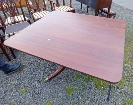 19TH CENTURY MAHOGANY SQUARE TOPPED CENTRAL PEDESTAL TABLE ON 3 SPREADING SUPPORTS