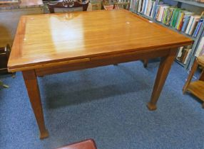 MAHOGANY PULL OUT DINING TABLE ON SQUARE SUPPORTS 122 X 107 CM WITHOUT LEAVES Condition