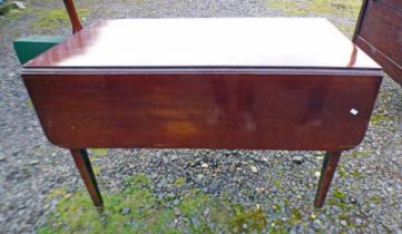 MAHOGANY TABLE ON SQUARE SUPPORTS WITH 2 LEAVES AND DRAWERS,