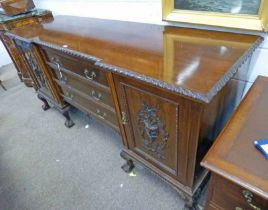 LATE 19TH CENTURY MAHOGANY SIDEBOARD WITH 3 DRAWERS & 2 PANEL DOORS ON BALL & CLAW SUPPORTS 101CM
