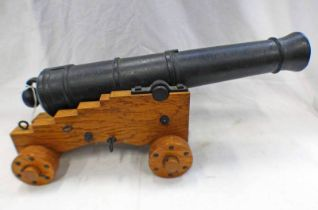19TH CENTURY MODEL OF A NAVAL CANON WITH ITS 40CM LONG FIRE STAGE TAPERING CAST IRON BARREL MOUNTED