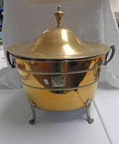 OVAL BRASS ARTS & CRAFTS STYLE LIDDED BIN Condition Report: The interior metal