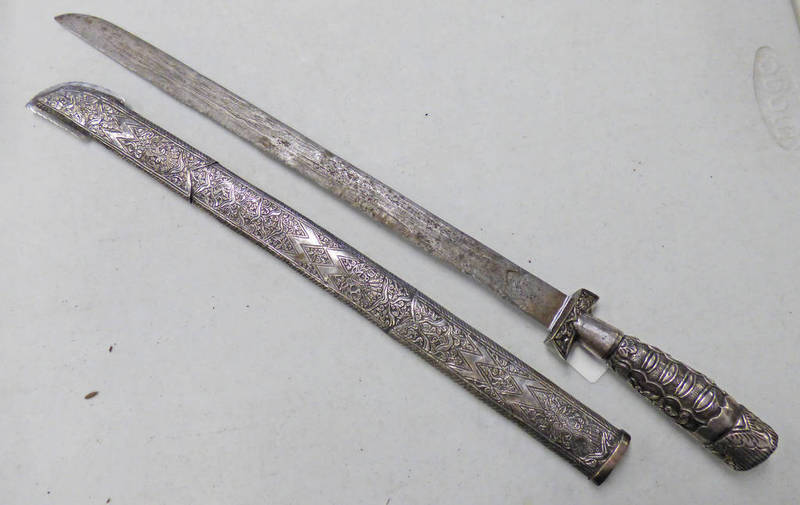 A LATE 19TH OR EARLY 20TH CENTURY SHORT SWORD (PEDONG) WITH 46.