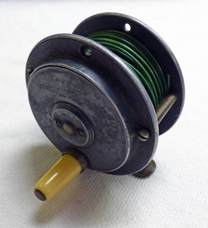 ARMY & NAVY 2 1/2 INCH ALLOY TROUT REEL,