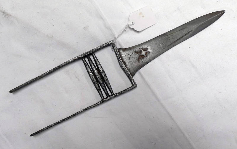 18TH/19TH CENTURY INDIAN KATAR WITH 19.