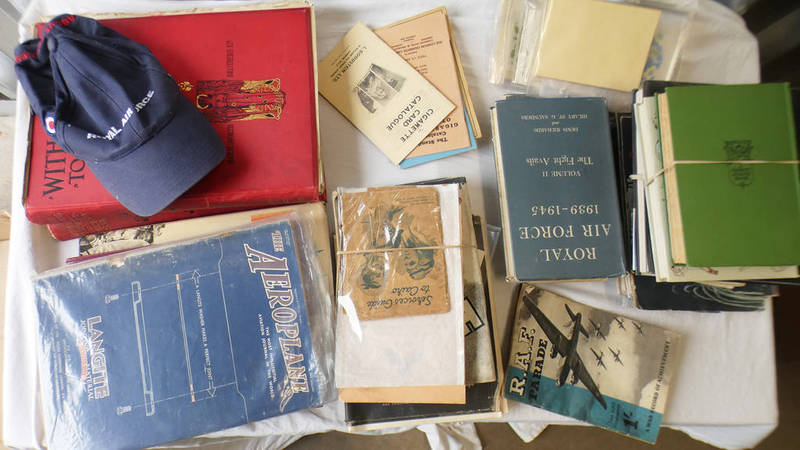 A GOOD SELECTION OF LITERATURE ON WW2 TO INCLUDE 1940-1942 COMBINED OPERATIONS BOOK,