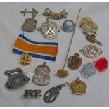 SELECTION OF CAP BADGES, BUTTONS ETC TO INCLUDE SCOTTISH HORSE, ROYAL HIGHLANDERS, BLACK WATCH,