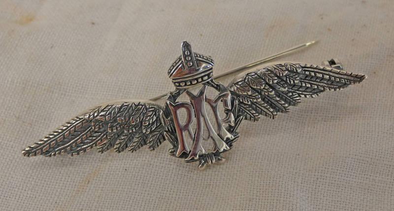 SILVER RAF SWEETHEART BADGE