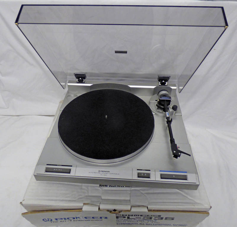 PIONEER PL - 335 STEREO TURNTABLE IN ITS BOX