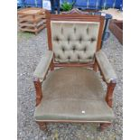 EARLY 20TH CENTURY MAHOGANY FRAMED BUTTON BACKED ARMCHAIR ON TURNED SUPPORTS