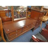 STAG MAHOGANY CHEST OF 2 LONG OVER 3 SHORT & 2 LONG DRAWERS & MATCHING DRESSING TABLE