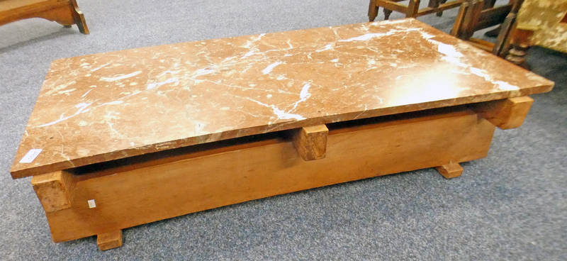 RED MARBLE & PINE COFFEE TABLE - LENGTH 106 CM Condition Report: 56cm wide.
