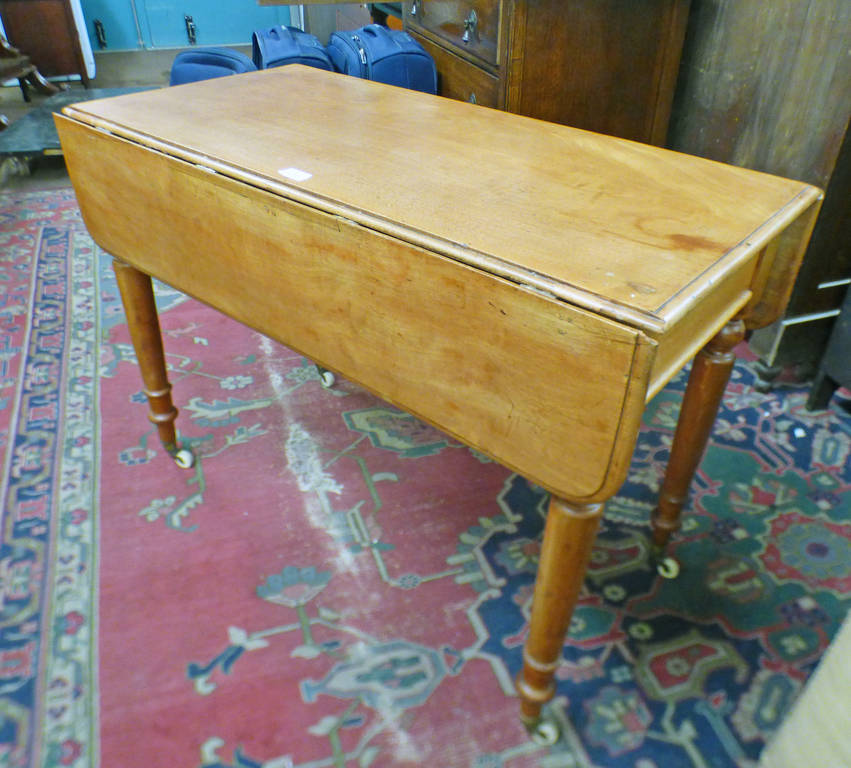 MAHOGANY DROP LEAF TABLE ON TURNED SUPPORTS,