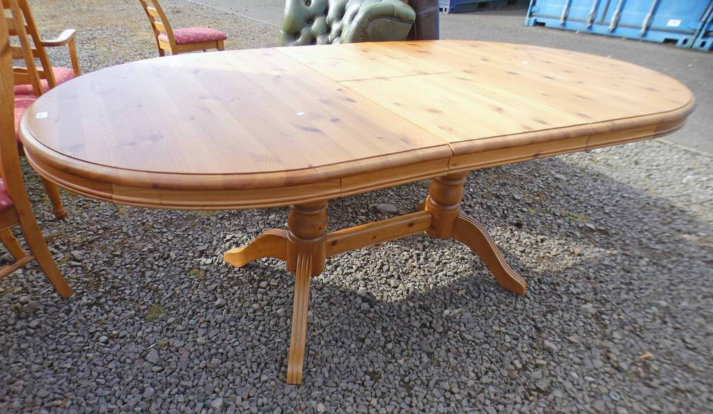 PINE PULL-OUT TABLE WITH 4 SPREADING SHAPED SUPPORTS,