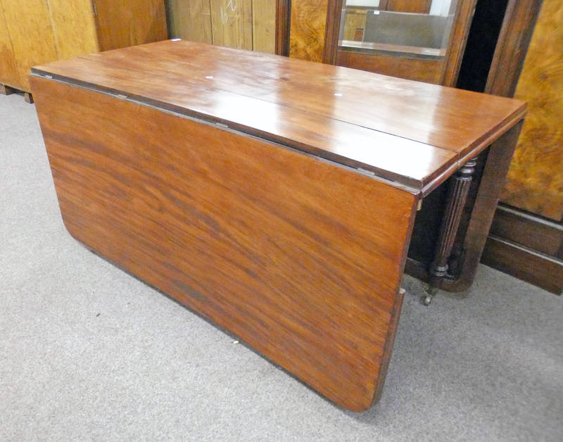 19TH CENTURY MAHOGANY DINING TABLE WITH DROP LEAVES & REEDED SUPPORTS 198CM LONG