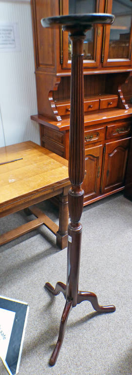 MAHOGANY TORCHERE WITH REEDED & TURNED COLUMN