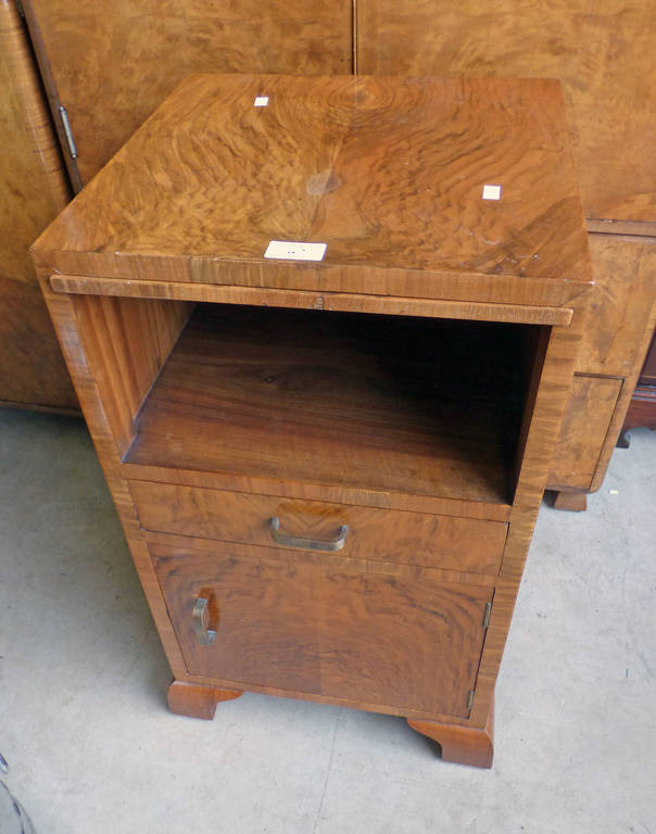 EARLY 20TH CENTURY WALNUT BEDSIDE CABINET WITH SLIDE OVER SINGLE DRAWER OVER PANEL DOOR ON BRACKET