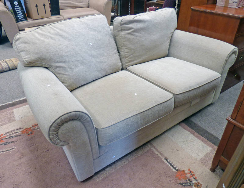 OVERSTUFFED 2 SEATER SETTEE LENGTH 186 CM Condition Report: The dimensions for this