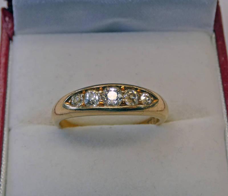 18CT GOLD 5-STONE DIAMOND SET RING