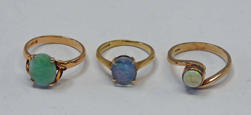9CT GOLD OPAL RING, 14K GOLD GREEN HARDSTONE RING & 18CT GOLD OPAL DOUBLET RING - 10.