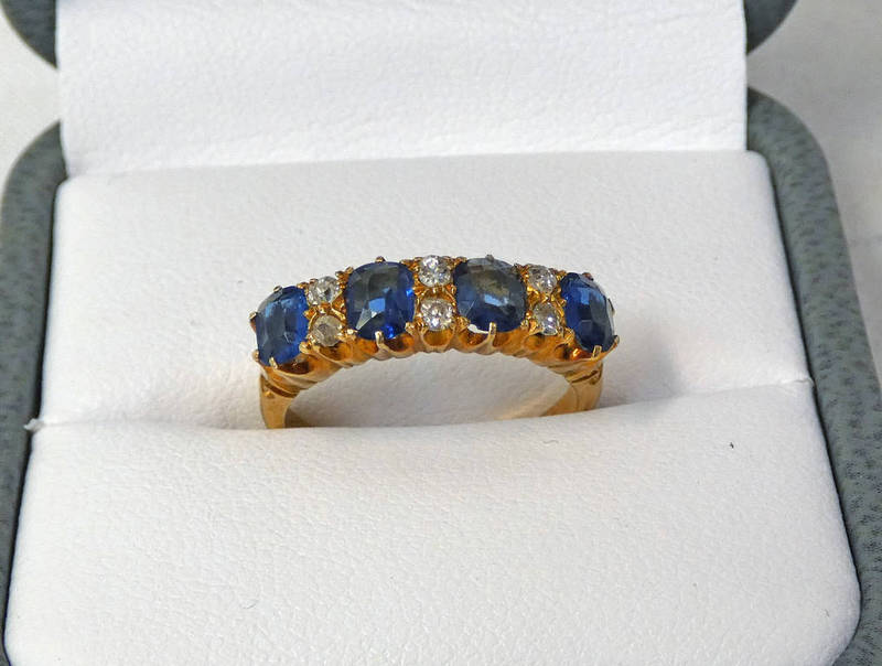 18CT GOLD DIAMOND & SYNTHETIC SAPPHIRE RING Condition Report: Ring size: K.