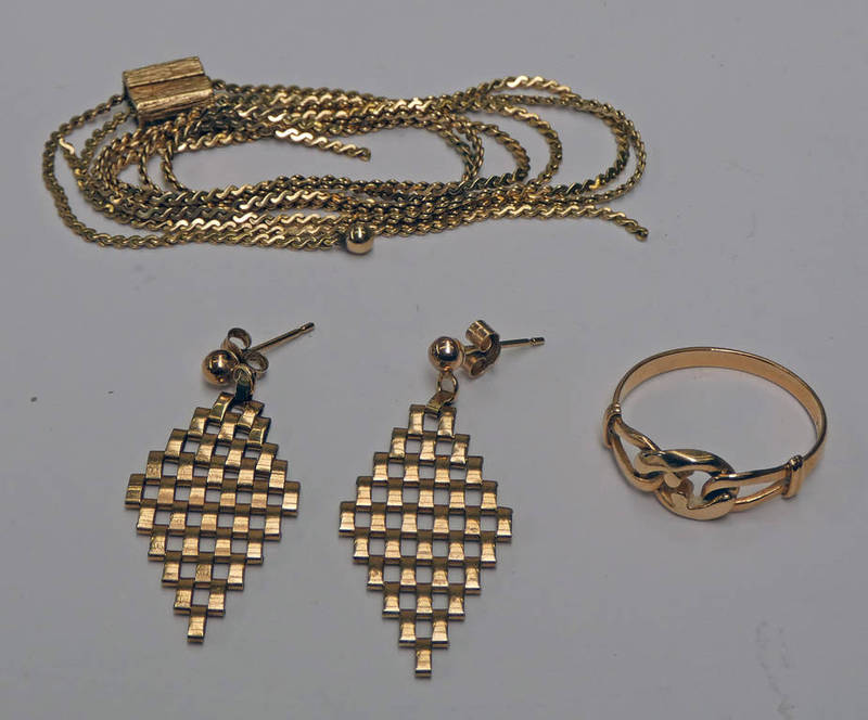 14CT GOLD KNOT RING - 1.8G, PAIR YELLOW METAL MESH LINK EARRINGS & 9CT GOLD CHAIN - 5.