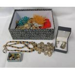 SELECTION OF VARIOUS DECORATIVE JEWELLERY INCLUDING BROOCHES, NECKLACES, COIN NECKLACE,