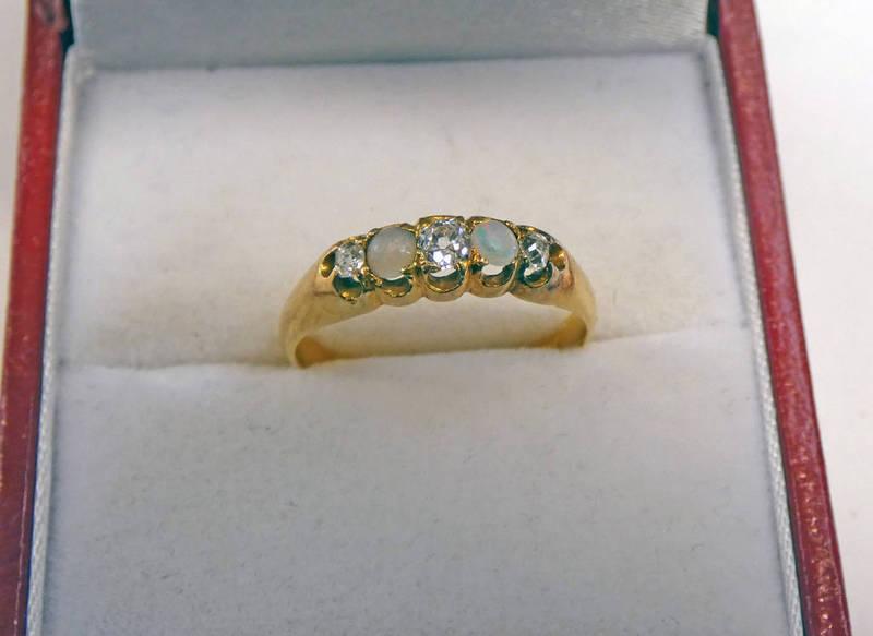 18CT GOLD OPAL & DIAMOND SET RING