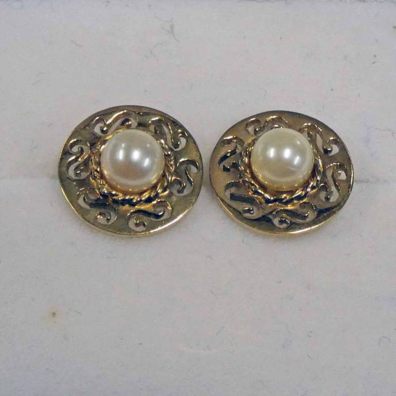 PAIR OF 9CT GOLD PEARL SET EARSTUDS SET WITHIN A PIERCE WORK SURROUND