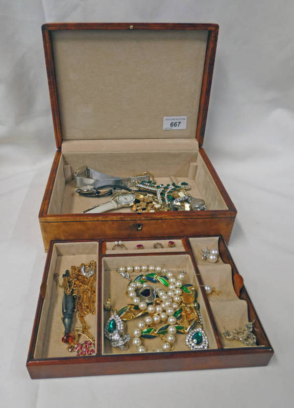 JEWELLERY BOX & CONTENTS TO INCLUDE A 9CT GOLD PEARL SET RING, SILVER KILT PIN,