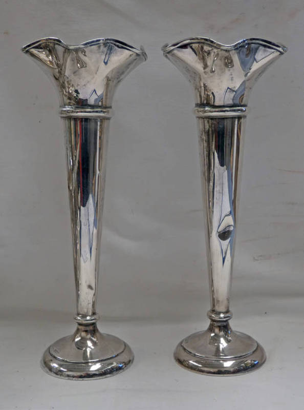 PAIR OF SILVER TRUMPET VASES WITH WAVY EDGE RIMS ON CIRCULAR BASES,