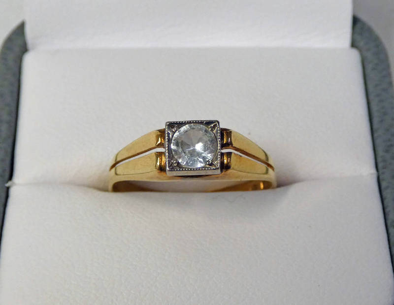 14CT GOLD DIAMOND SOLITAIRE RING, THE DIAMOND APPROX 0.