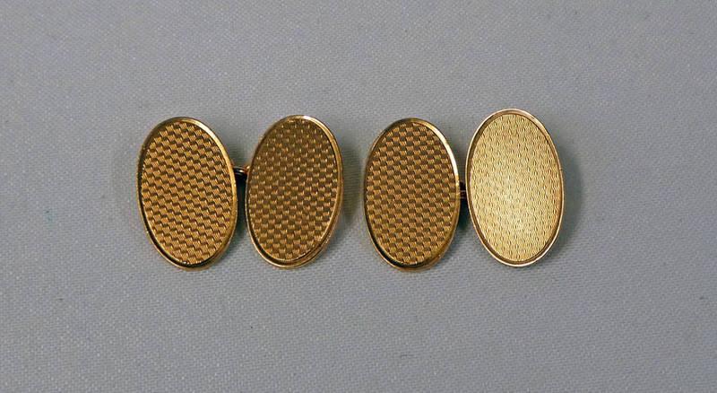 PAIR 9CT GOLD ENGINE TURNED CUFFLINKS - 9.