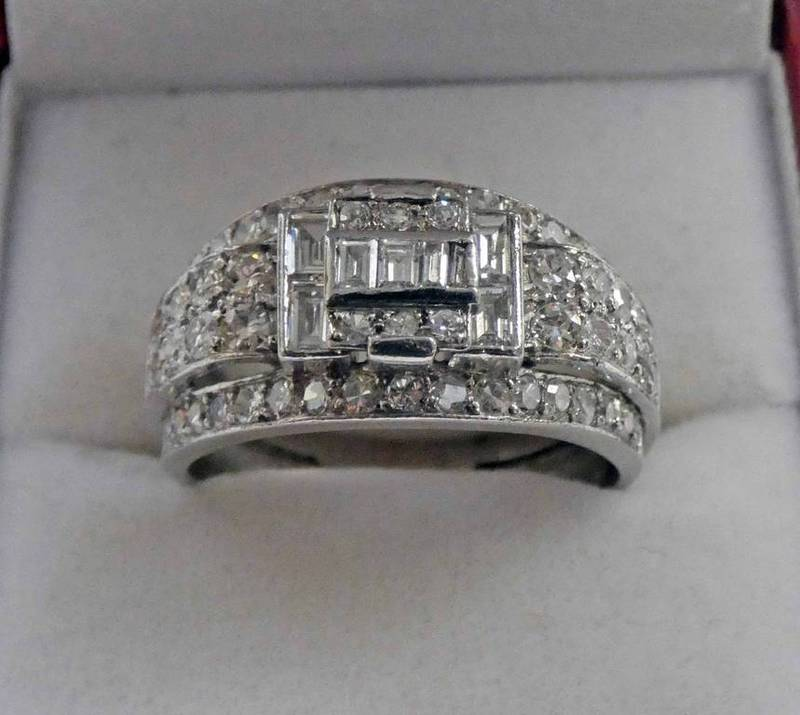 PLATINUM AND DIAMOND SET CLUSTER RING WITH 68 DIAMONDS TOTAL. DIAMOND WEIGHT APPROX 2.06 CARATS.