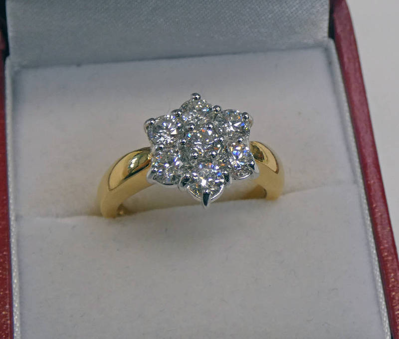 18CT GOLD DIAMOND SET CLUSTER RING, APPROX. 1.