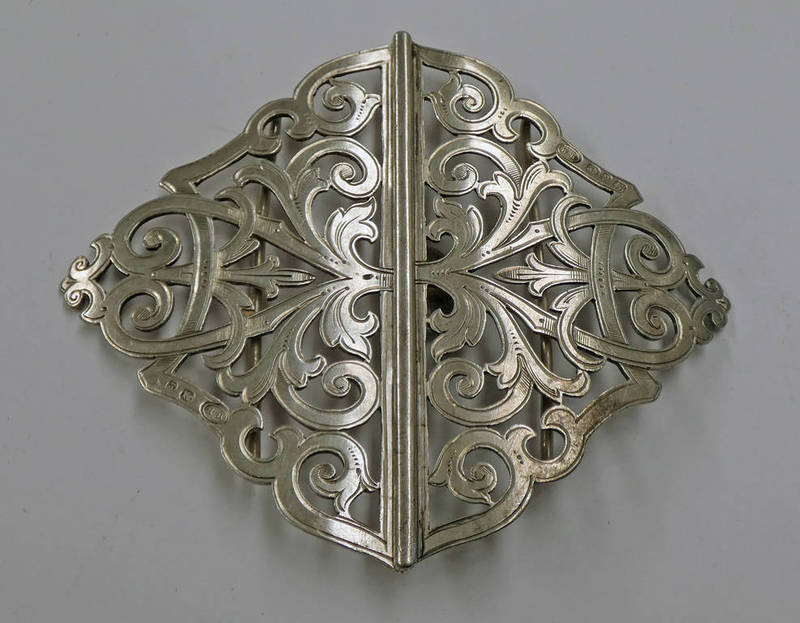 SILVER BUCKLE WITH PIERCED DECORATION,