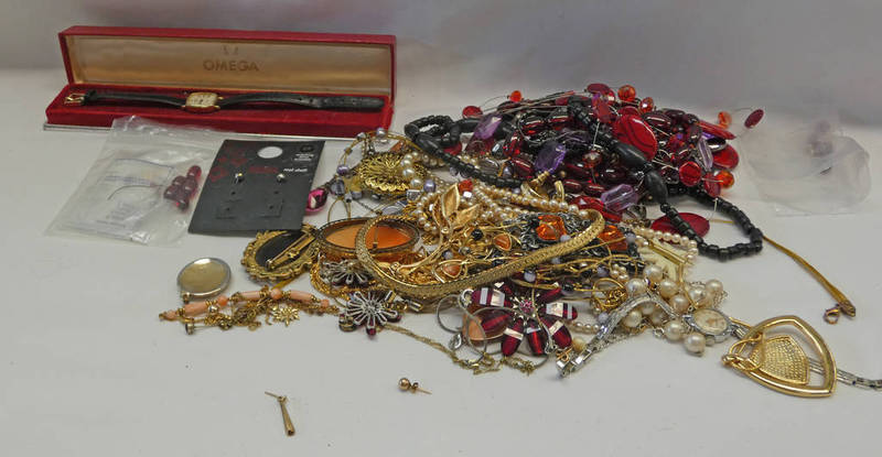 SELECTION OF VARIOUS DECORATIVE JEWELLERY INCLUDING NECKLACES, CAMEO BROOCH, WRISTWATCH,
