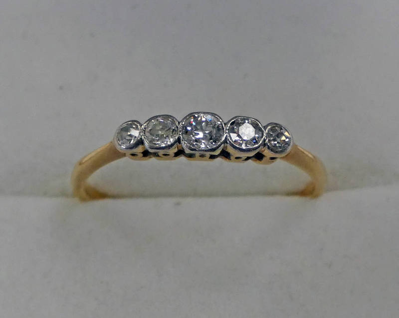 18CT GOLD 5-STONE DIAMOND SET RING Condition Report: Ring size: Q. Included.