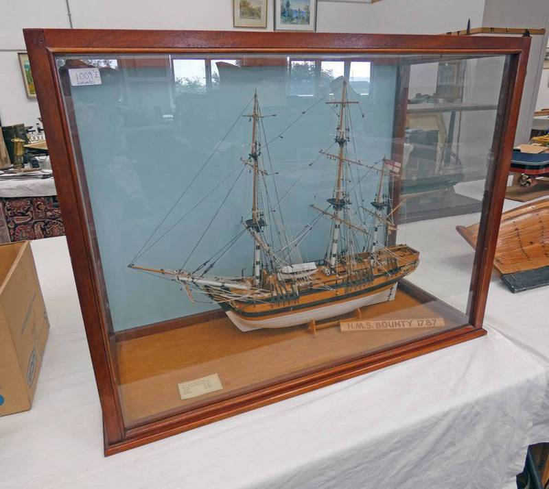 CASED MODEL SHIP THE HMS BOUNTY 1787, 70CM TALL, 91CM WIDE AND 38.